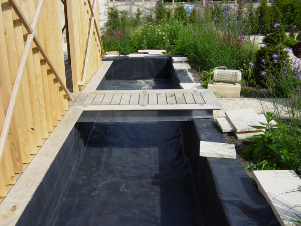 Attaching fixing pond liner onto wall concrete for Ornamental pond liners